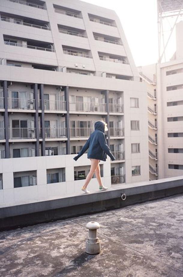 mulheres-em-cima-do-telhado-13