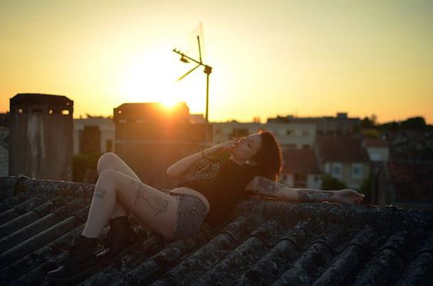 mulheres-em-cima-do-telhado-6