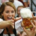 Estudo: beber cerveja deixa as pessoas mais sociáveis e excitadas