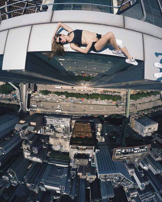 mulher-telhado-7
