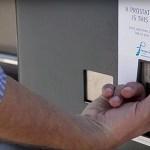 Usando um parquímetro de estacionamento para alertar sobre exame de próstata