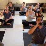 Beer Yoga: Que tal expandir a sua mente com ioga e cerveja?