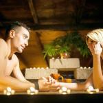 Restaurante nudista espanhol tem clima de orgia romana e comida servida sobre corpos
