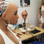 Agora já é possível ter uma boneca hiper-realista, escolher uma das suas 18 personalidades e um sota...