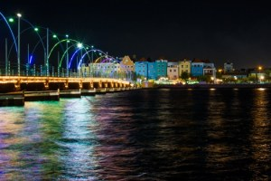 buildings-curacao-lights-2130-525x350