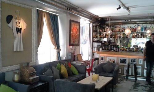 Restaurante y bar Válgame Dios sofás  Te Veo en Madrid
