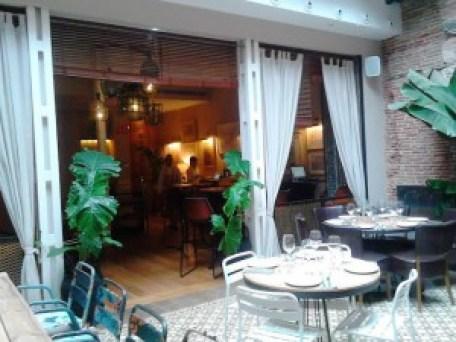 Restaurante La Contraseña panorámica comedor en patio Te Veo en Madrid
