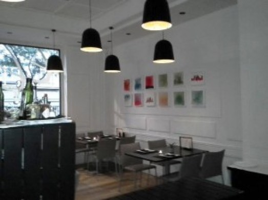 Restaurante Lakuntza mesas zona barra Te Veo en Madrdi