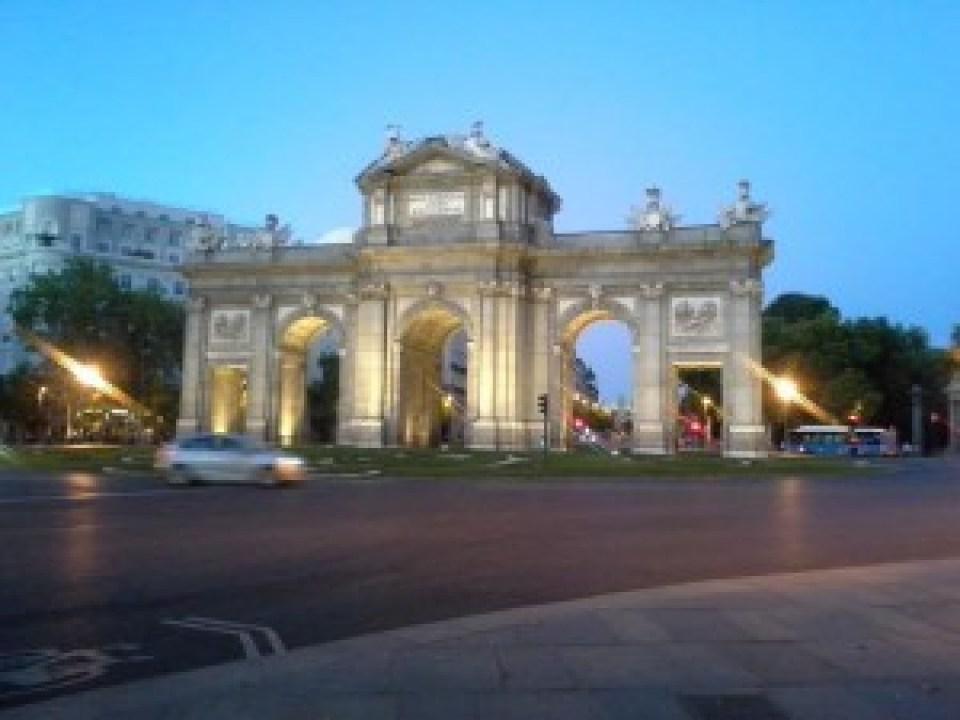 Madrid en Agosto La Puerta de Alacalá Te Veo en Madrid