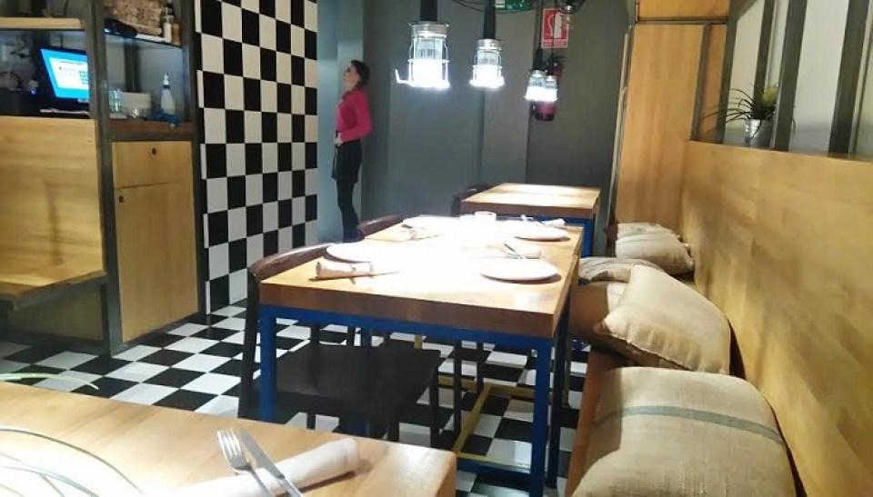 restaurante_cachivache_mesas_comedor_te_veo_en_madrid.jpg