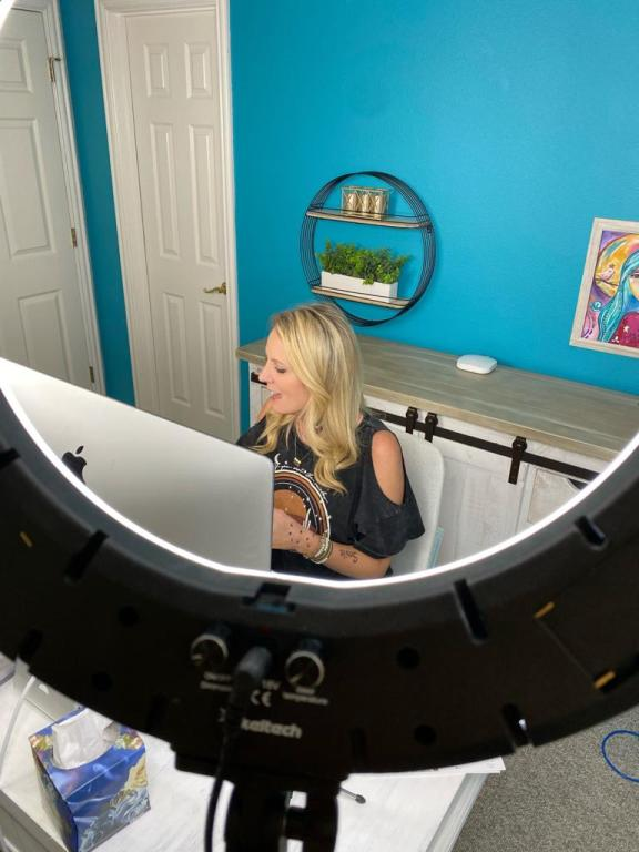 Heidi Easley going live in her studio