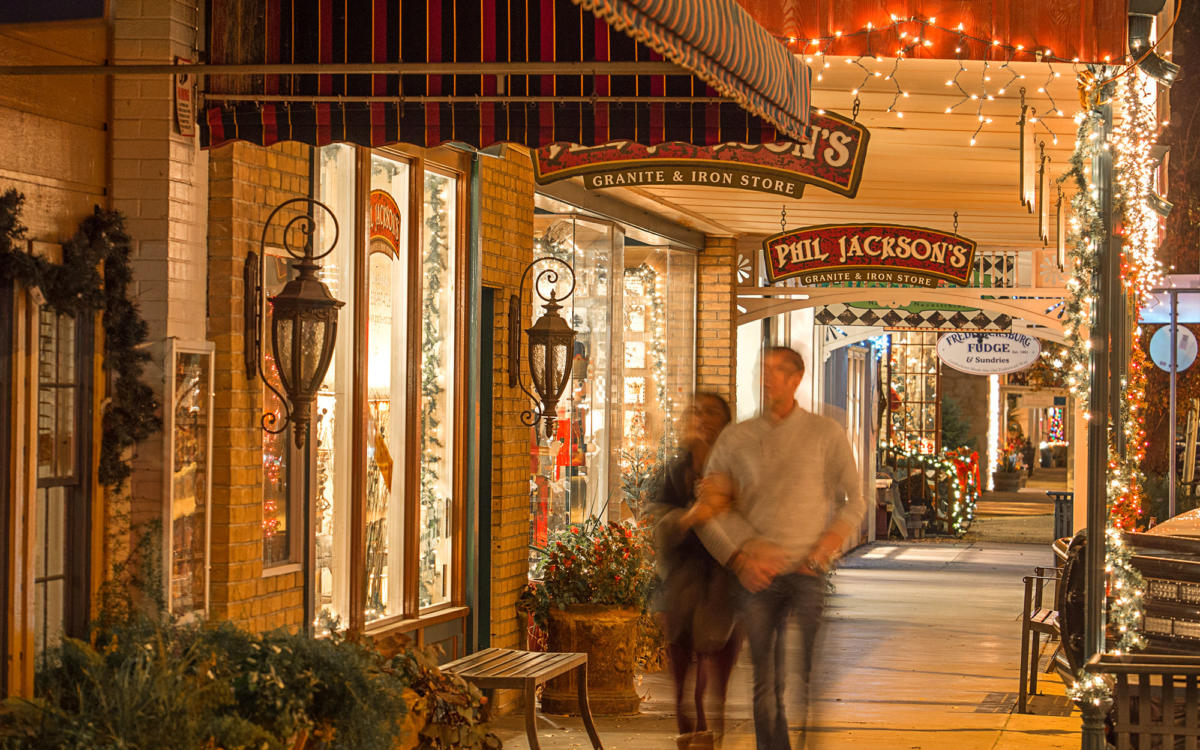 Find Christmas Spirit in the Small Towns of Texas