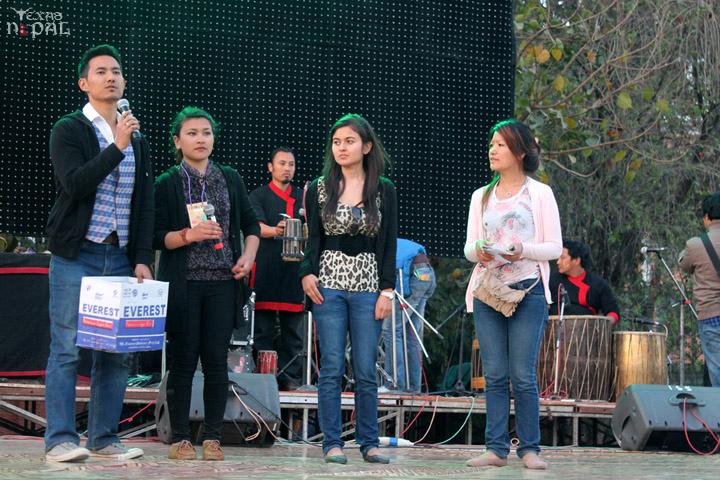 momo-mania-kathmandu-20120310-47