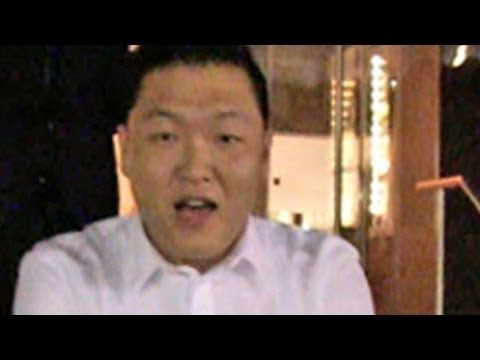 Gangnam Style Singer Dances On The Street !!!