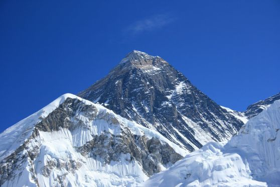 193 UN Member State Flags to Take Over Mt Everest