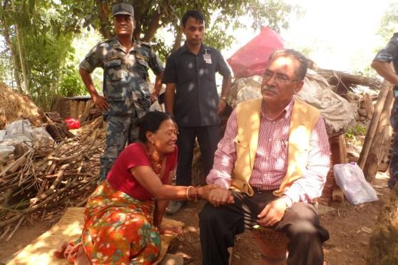 पीडा पोख्दै भूकम्पपीडित नारायणदेवी श्रेष्ठ
