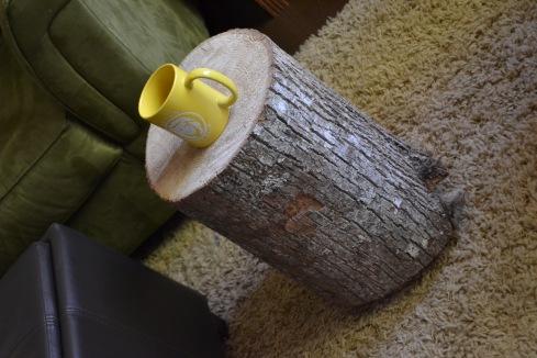 Φυσικό τραπέζι από κορμό δέντρου