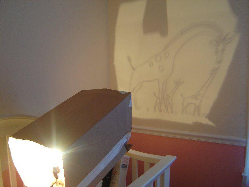 Κάνετε ένα DIY προβολέα εικόνας χρησιμοποιώντας μια λάμπα και ένα κουτί από χαρτόνι