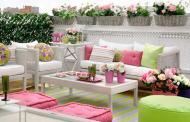 Φωτεινοί ροζ και πράσινοι συνδυασμοί χρωμάτων για την εξωτερική διακόσμηση σπιτιού  σε ένα ρομαντικό στυλ