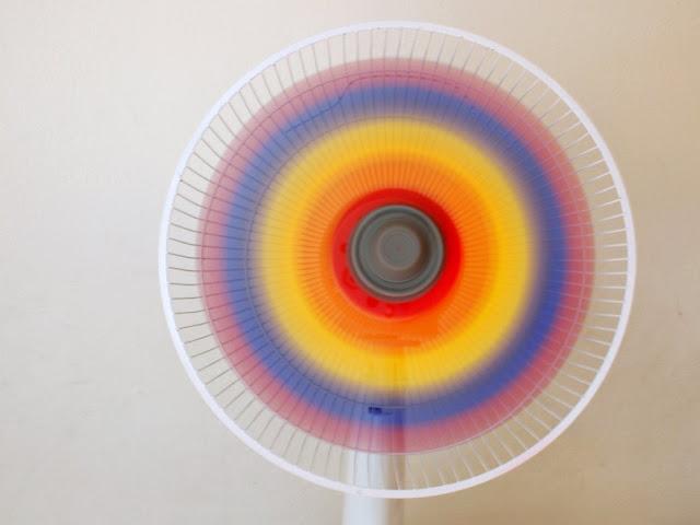 Δροσερές ιδέες: Πως να Βάψετε ένα ανεμιστήρα ουράνιο τόξο