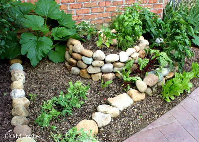 Πώς να δημιουργήσετε ένα μικρό Spiral λαχανόκηπο