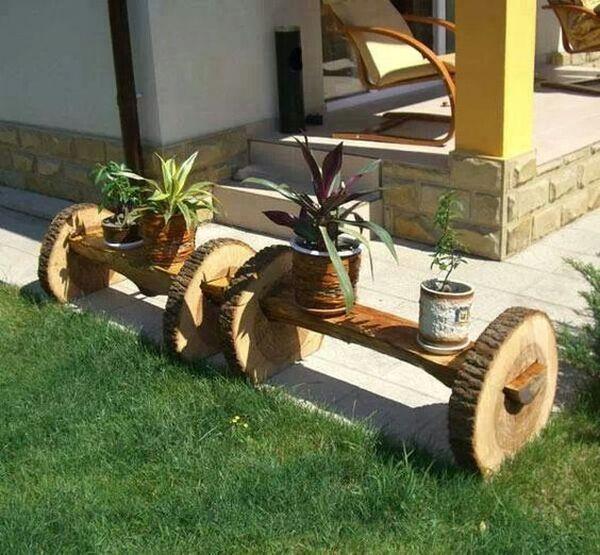 διακοσμήσεις κήπου με ξύλινα καφάσια και κορμούς δέντρου7