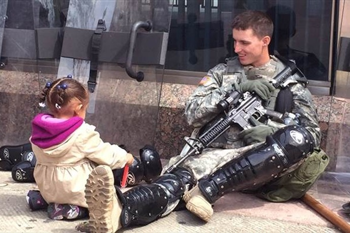 Girl and Guardsman in Baltimore_3641169143312437005