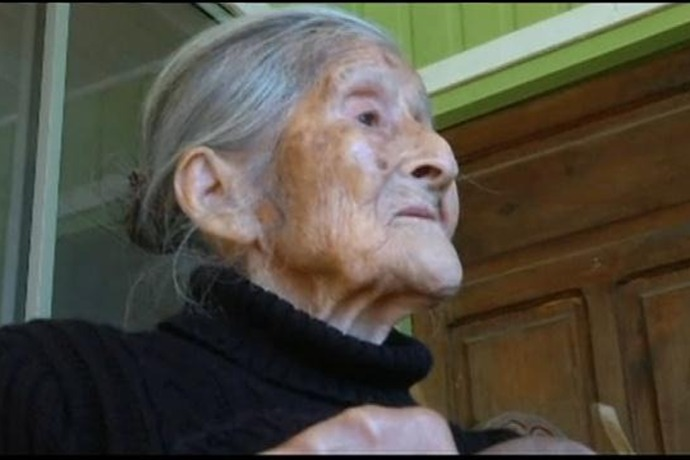 Woman carries mummified fetus for decades_4109551779401124187