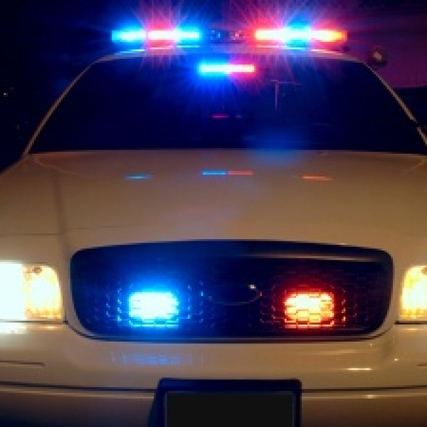 Police-car-with-emergency-lights-on-jpg_20160228054801-159532