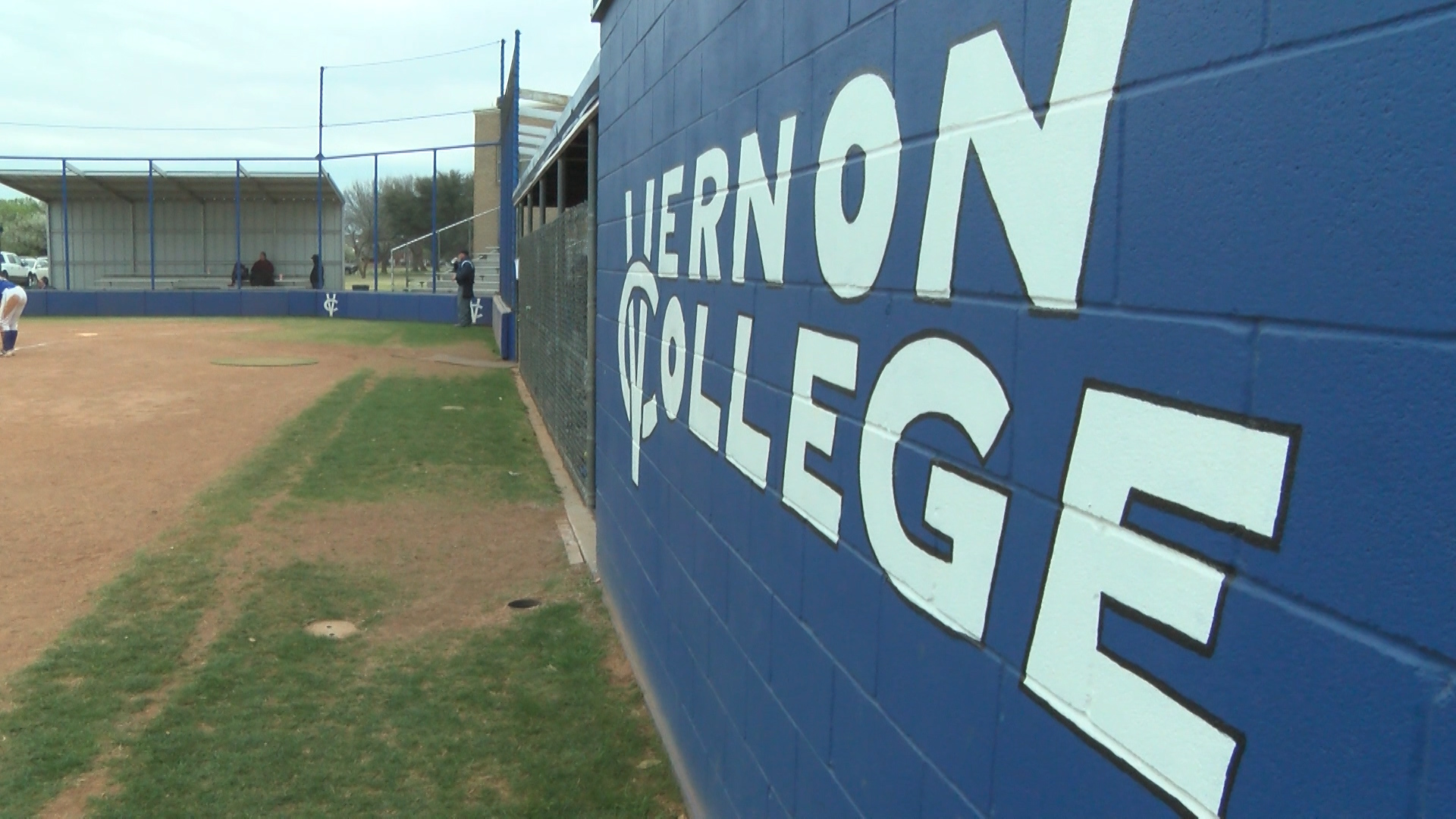 VERNON COLLEGE SOFTBALL_1489290549631.jpg