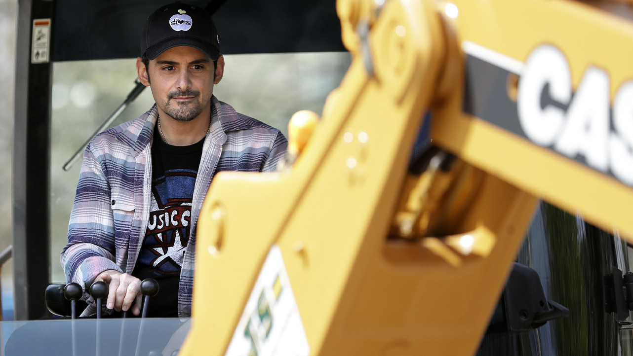 Brad Paisely at groundbreaking-873703986