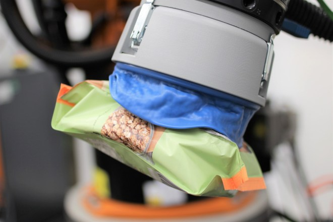 For the sweet tooth: the Formhand robot can also snap up sweets automatically/ source: Formhand Automation