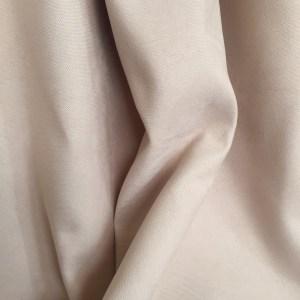 Material draperie bej-piersiciu