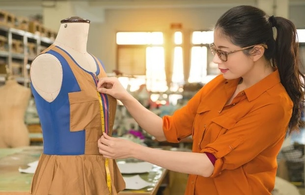 inspect the specification for sample garments