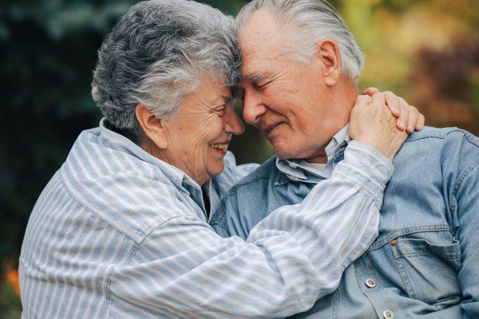 El Bono Bodas de Oro es para matrimonios de más de 50 años