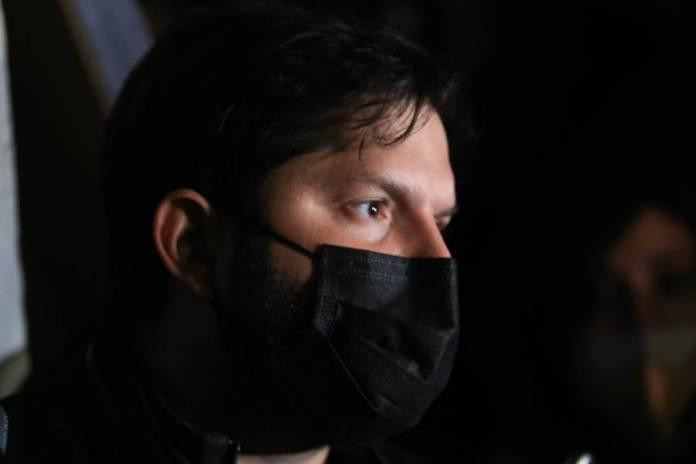 Gabriel Boric fue golpeado en la cárcel donde pretendía visitar a los presos del estallido