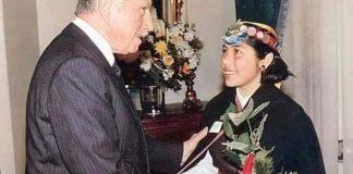 Supuesta foto de Pinochet y Loncón