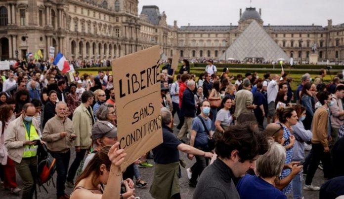 Francia en contra del pasaporte sanitario