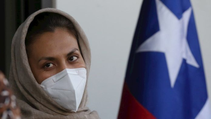 Llega a Chile primera refugiada afgana
