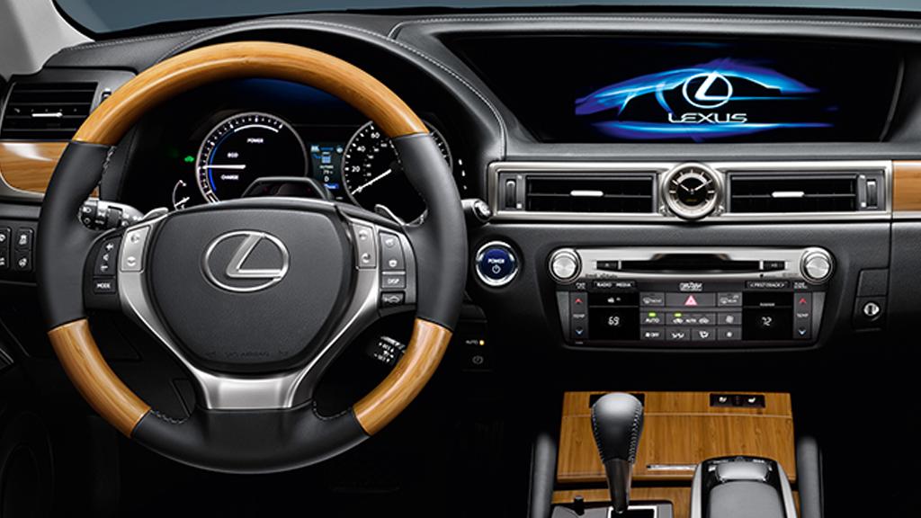 Review 2013 Lexus GS 450h Managing Multiple