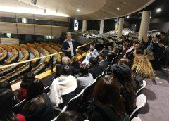 Studenti siciliani e sardi a Bruxelles rispondono all'appello dell'eurodeputato Ignazio Corrao