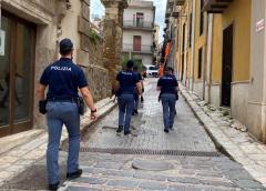 Caltanissetta, violazioni delle misure di contenimento del Covid-19, la Polizia di Stato sanziona il titolare di un bar del centro storico