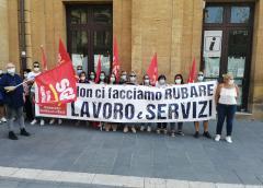 Protesta dei lavoratori della scuola