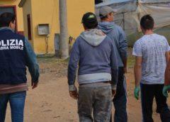 Caporalato. Cittadini stranieri percettori di reddito di cittadinanza lavoravano in nero, denunciate 5 persone