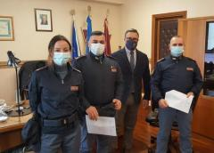 Caltanissetta, sparatoria nelle campagne della periferia dopo l'inseguimento di tre malviventi, promossi, con decreto del Capo della Polizia, i due poliziotti delle volanti che eseguirono l'arresto