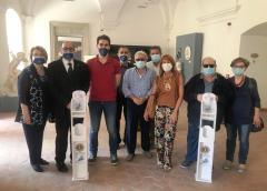 Lions: donato alla Pro Loco di Caltanissetta due colonnine porta dispenser di gel disinfettante