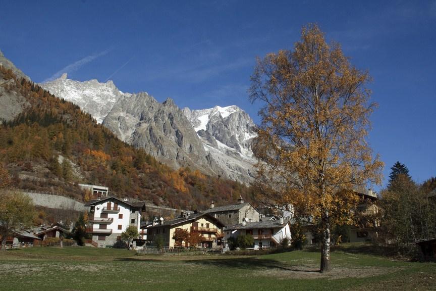 Lautunno ai piedi del Monte Bianco  Tgcom24  Foto 1