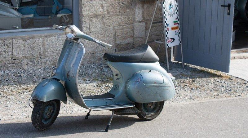 Vespa Moto Scooter