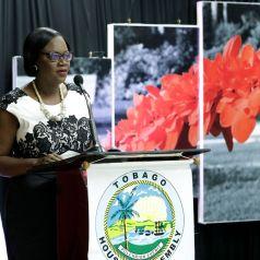 Chief Administrator Bernadette Solomon-Koroma addresses the audience.