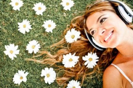 ผลการค้นหารูปภาพสำหรับ รูปคนนอนฟังเพลง